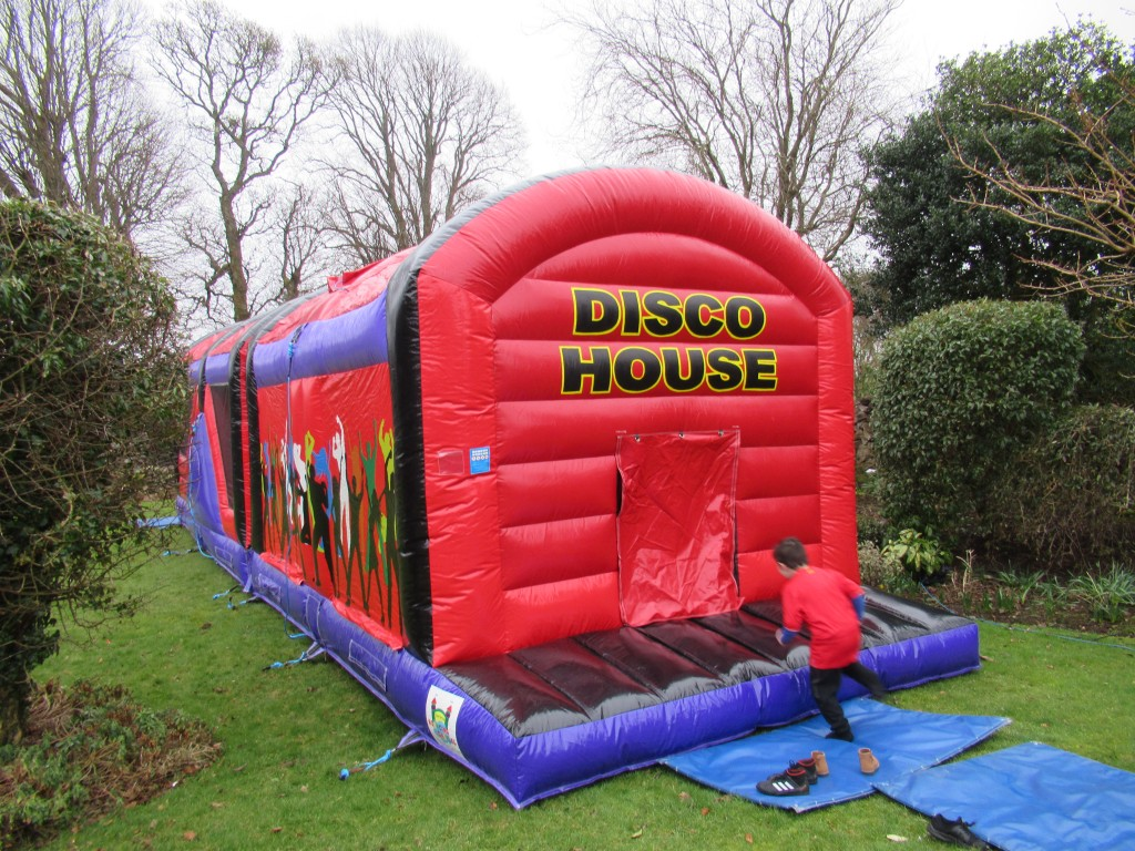 DISCO HOUSE OBSTACALE COURSE